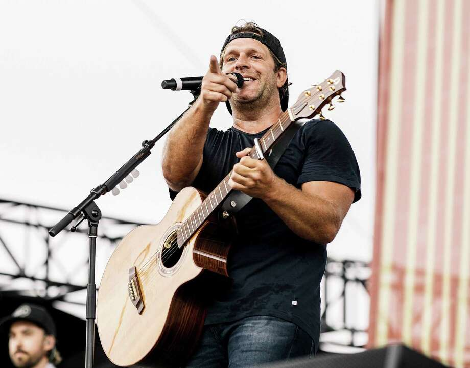 NASHVILLE, TENNESSEE - JUNE 06: (EDITORIAL USE ONLY) Billy Currington performs on stage during day 1 of 2019 CMA Music Festival on June 06, 2019 in Nashville, Tennessee. (Photo by Danielle Del Valle/Getty Images) Photo: Danielle Del Valle / Danielle Del Valle/Getty Images / 2019 Getty Images