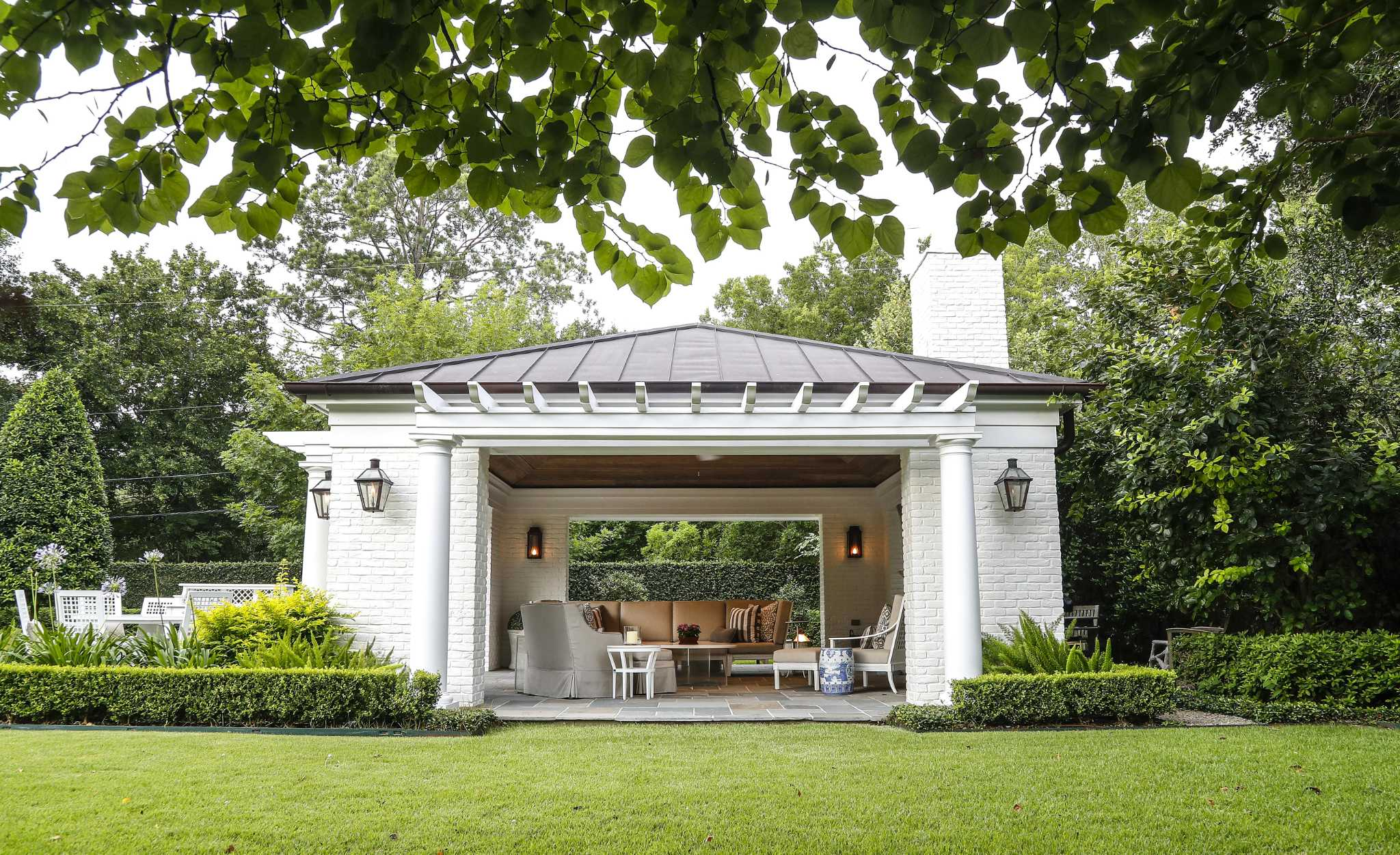 A Houston garden that's a year-round escape, even in summer