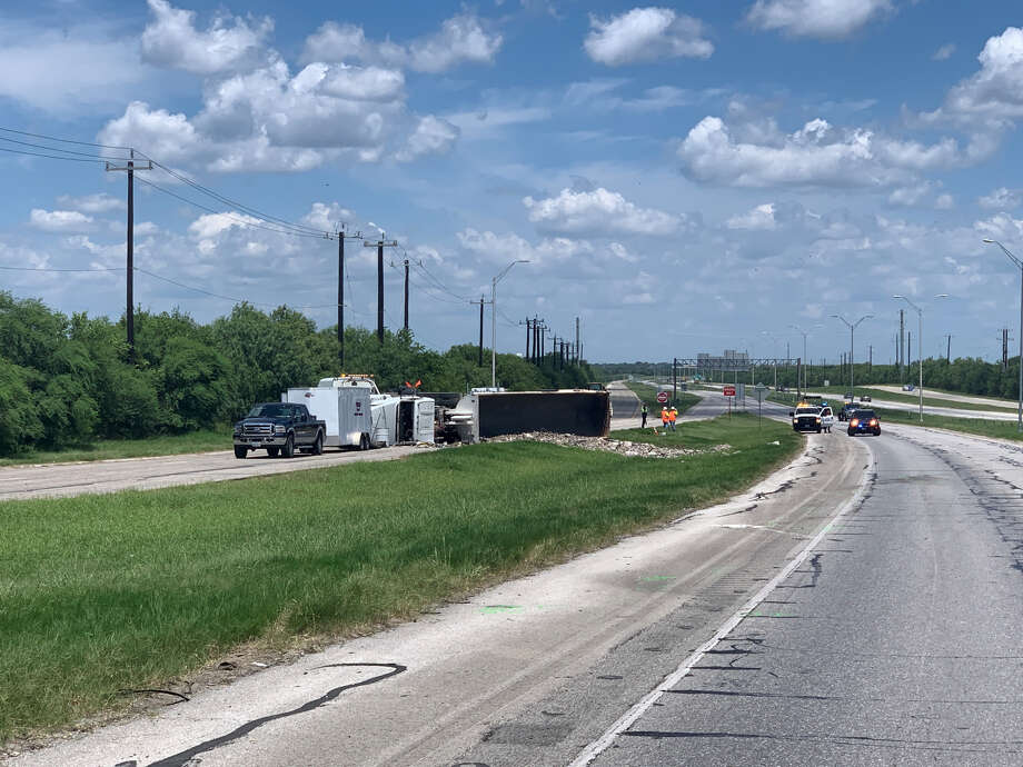 A man died early Thursday, July 11, 2019, on the South Side after he crashed into the rear of a vehicle that had stopped to avoid hitting an overturned semi-trailer truck on Loop 410 near Somerset Road. Photo: Valeria Olivares