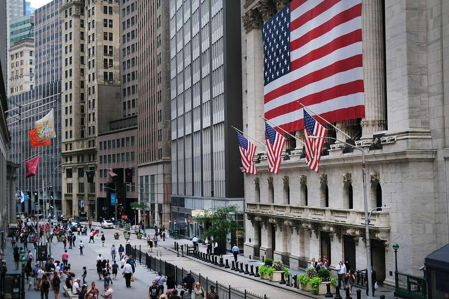 It has been a record week at the New York Stock Exchange, where the S&P 500 topped 3,000 points for the first time Wednesday, then the Dow closed above 27,000 Thursday. Photo: Spencer Platt / Getty Images