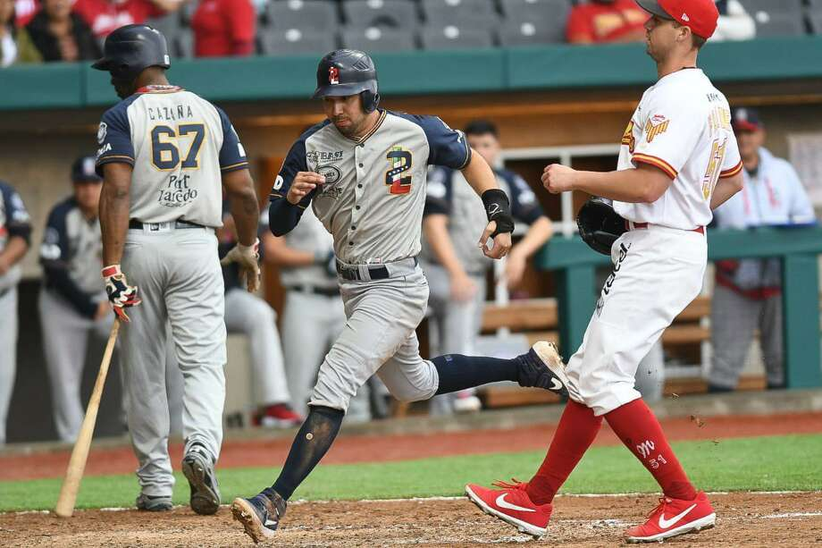 Tecolotes' Roberto Valenzuela was 2-for-4 Thursday to give him an 8-for-12 stat line in the series loss to the Diablos Rojos. Photo: Courtesy Of The Tecolotes Dos Laredos