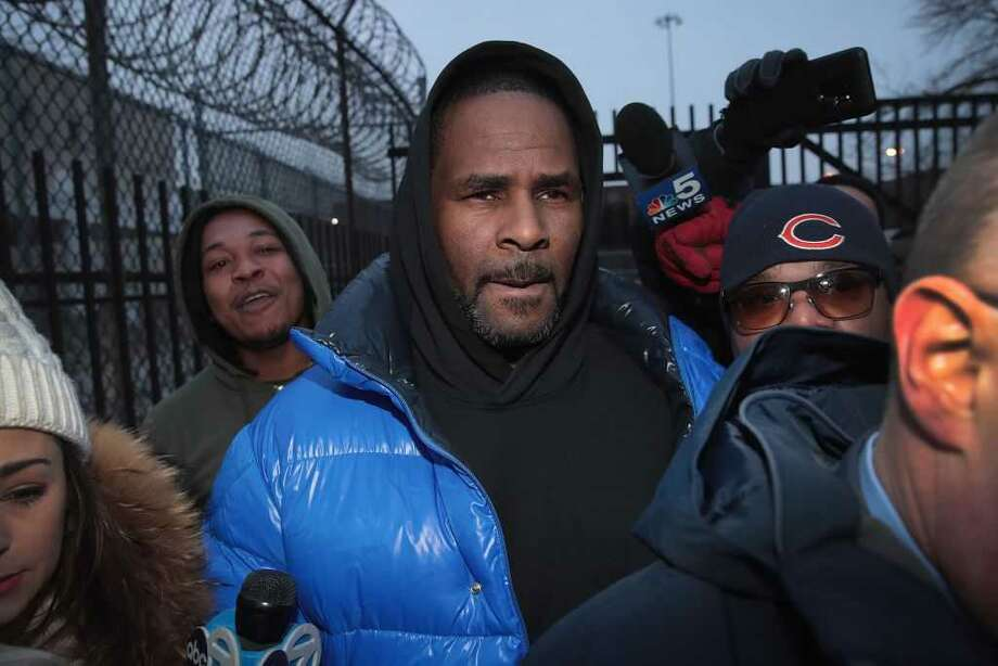 Singer R Kelly is now facing federal sex trafficking charges.