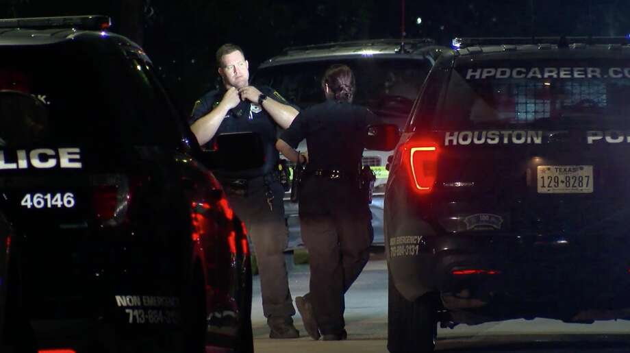 Houston police investigate a deadly stabbing in the 4100 block of Sayers Street on Friday, July 12, 2019. Photo: OnSceneTV