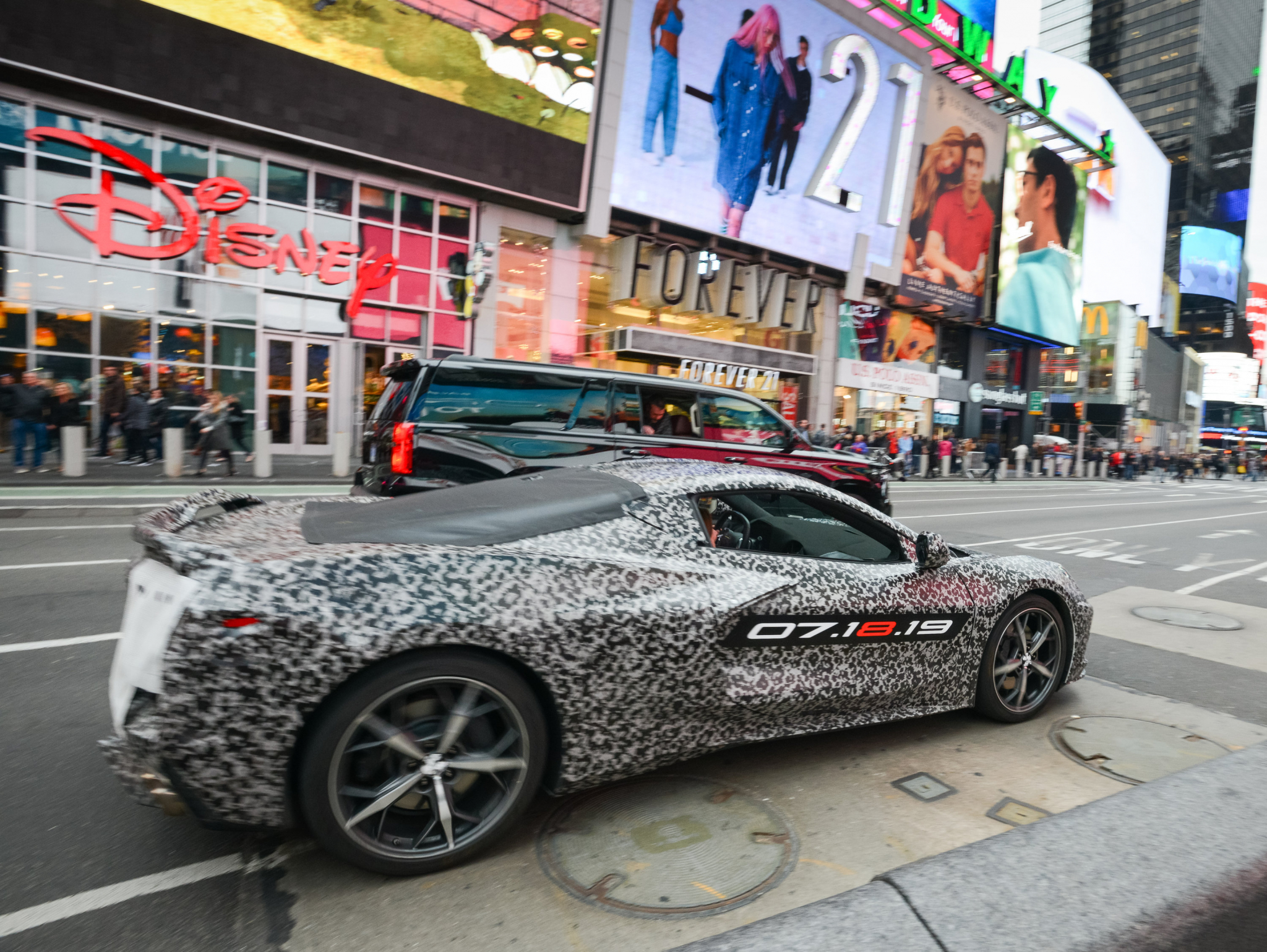 Chevy's first mid-engine Corvette debuts Thursday