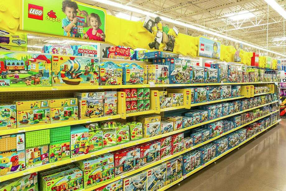 A Lego toy aisle in Walmart designed by Rapid Displays, a Chicago firm acquired in July 2019 by the Westport, Conn.-based private equity investment firm Gemspring Capital. (Screenshot via Rapid Displays)