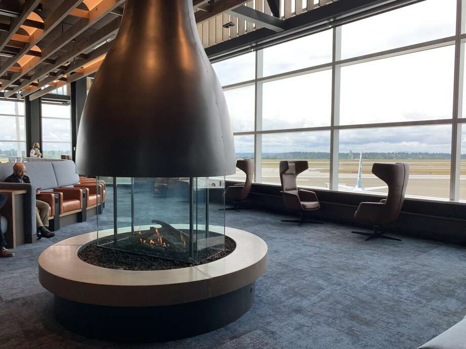Alaska Airlines flagship Alaska Lounge at Seattle Airport's North Satellite Terminal opened in July 2019 with sweeping views from the runways to the mountains. Photo: Tim Jue