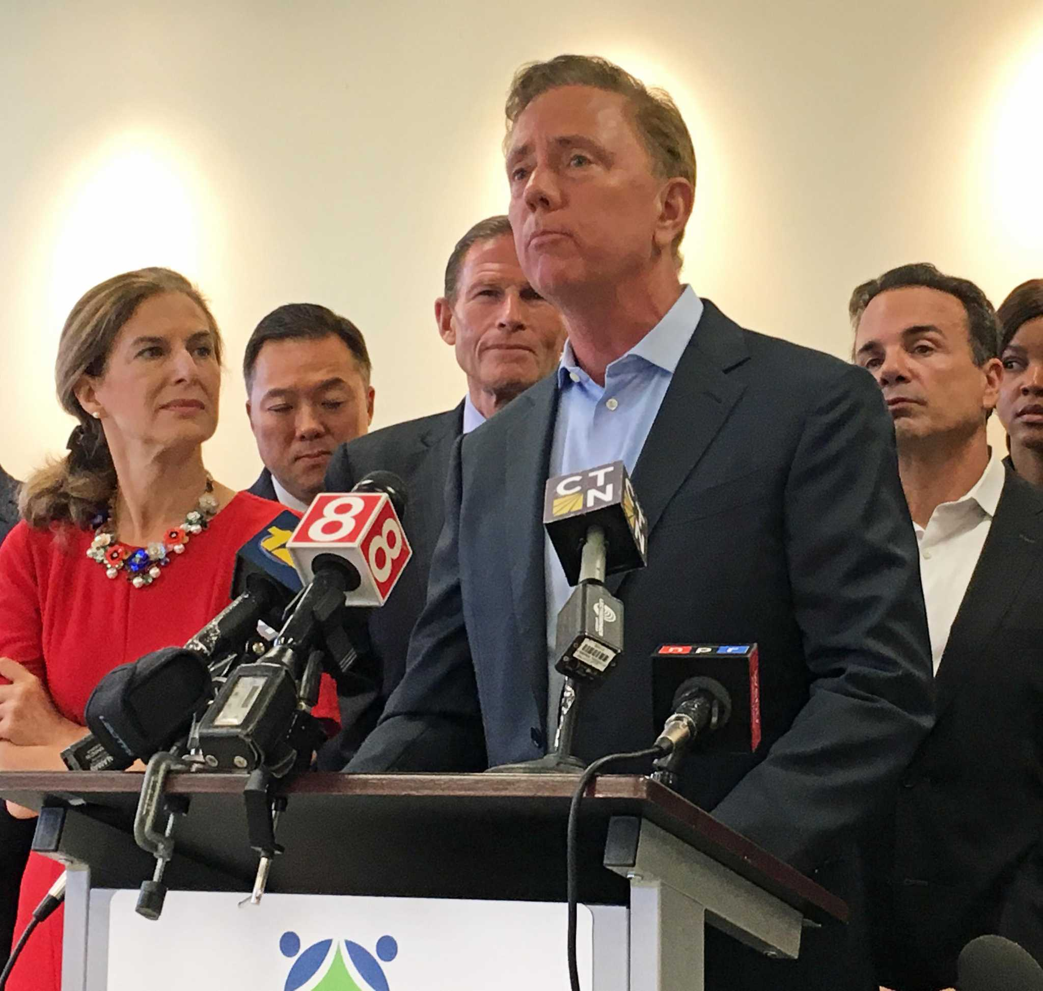 Lamont vetoes bills on restaurant wages, cooking oil theft, Realtor disclosures