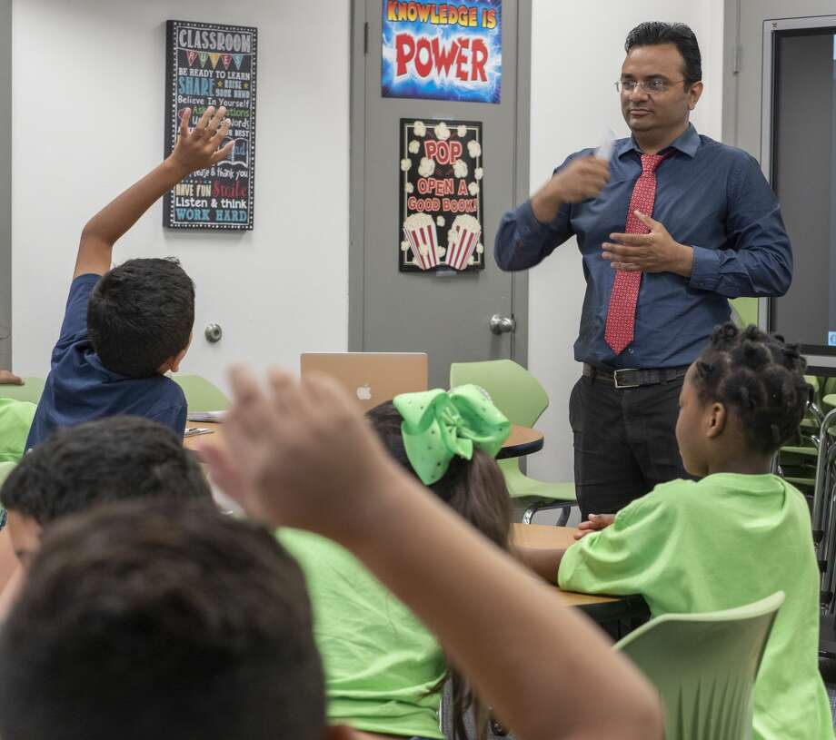 Dr. Zeeshan Mansuri, with Texas Tech Psychiatrists, talks with students 07/12/19 at Casa de Amigos summer camp. Tim Fischer/Reporter-Telegram Photo: Tim Fischer/Midland Reporter-Telegram