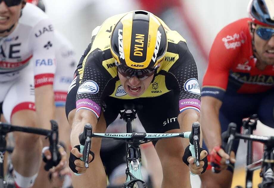 Dylan Groenewegen sprints to the Stage 7 win. Photo: Christophe Ena / Associated Press