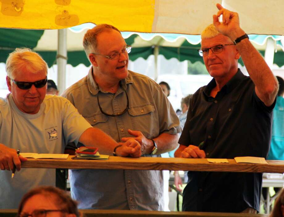 People bid for various items at the 2019 Youth For Christ Auction. The event was put on by Bluewater Thumb Youth For Christ. Photo: Andrew Mullin/Huron Daily Tribune