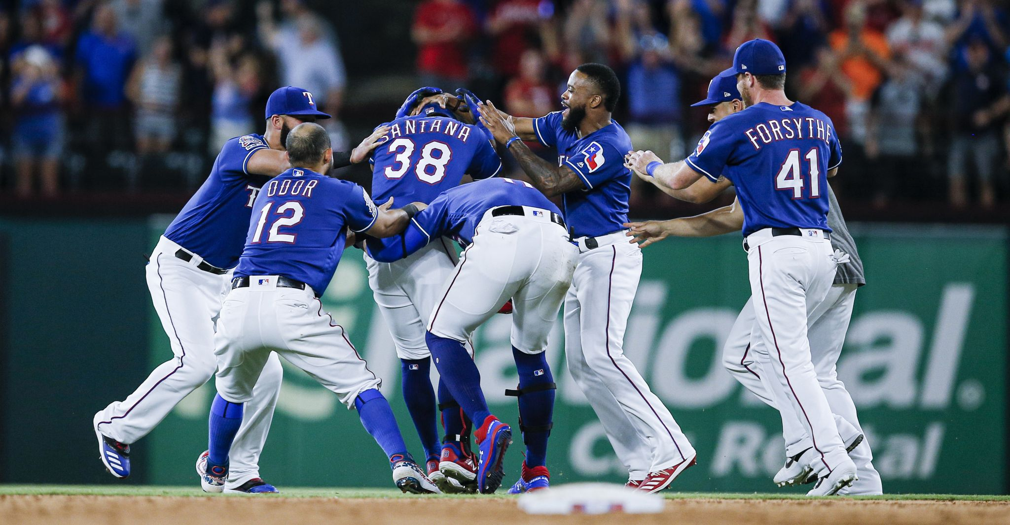 Rangers' offensive approach impresses Astros' A.J. Hinch