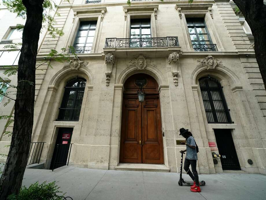 Jeffrey Epstein's Upper East Side townhouse, which was transferred to him for $0 in 2011. Photo: Reuters