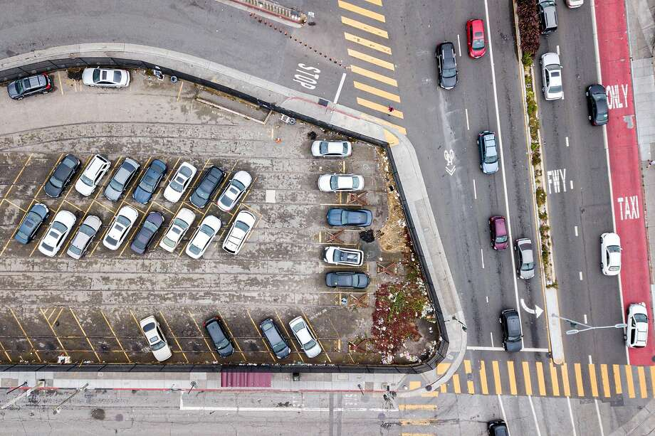 The Upper Yard, a city-owned parking lot between San Jose Avenue and Geneva Avenue, is the site that San Francisco hopes to open by winter to homeless people living in their vehicles. Photo: Santiago Mejia / The Chronicle