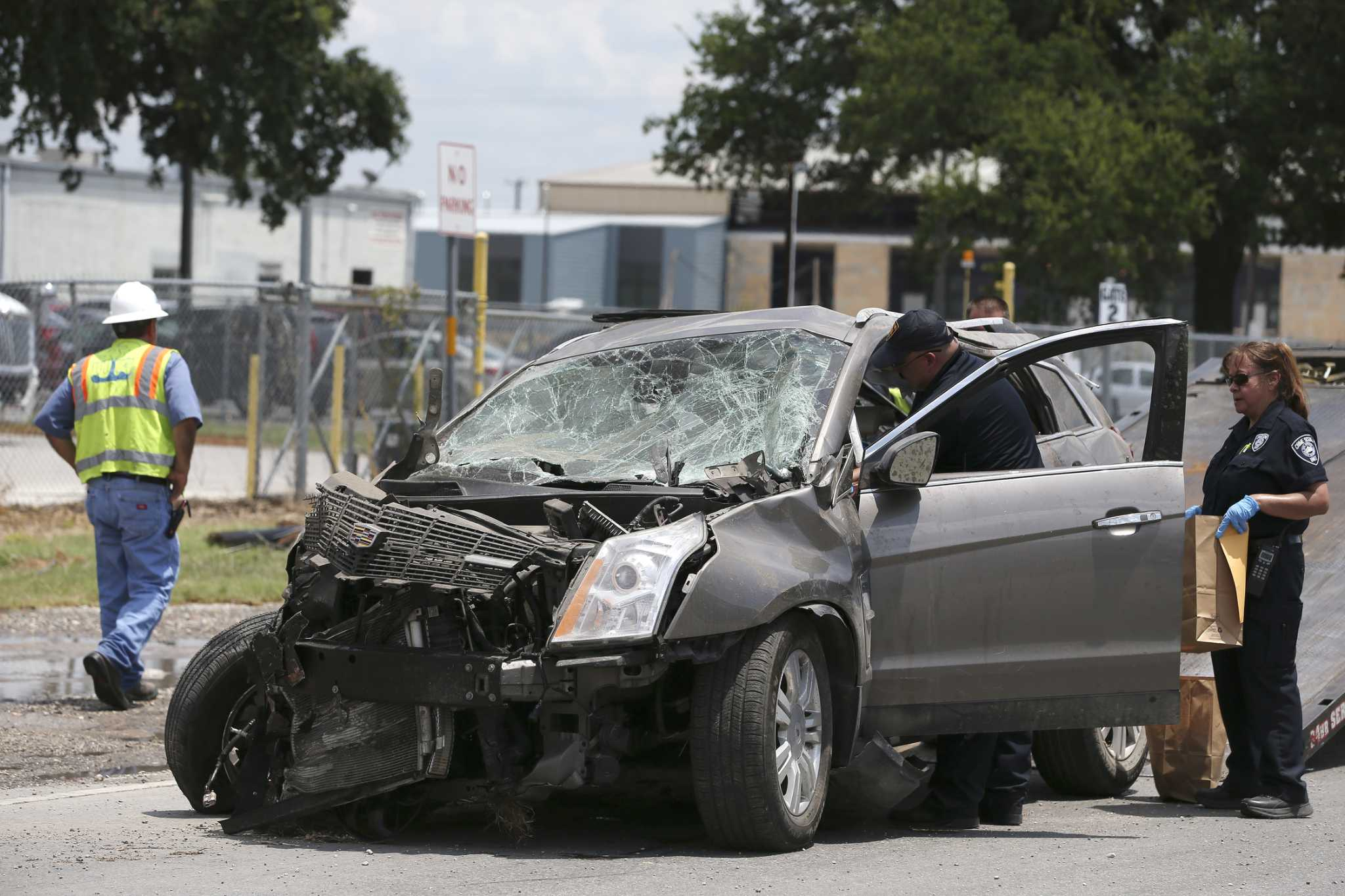 One dead, two injured in South Side wreck after driver speeds away