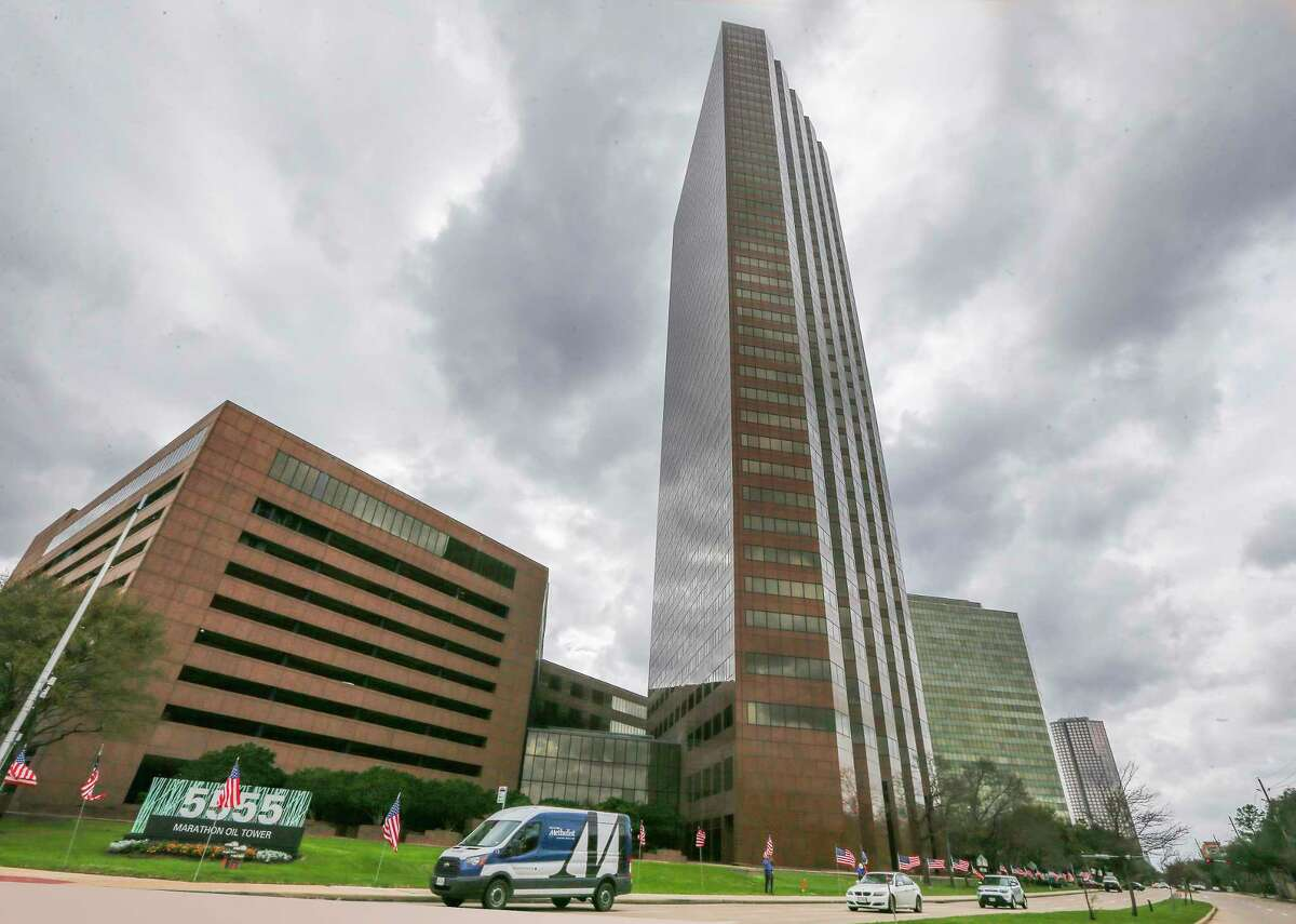 The Marathon Oil Tower, 5555 San Felipe photographed Monday, Feb. 19, 2018, in Houston. The Houston energy company on Wednesday reported a first-quarter loss of $46 million, down from a profit of $174 million the same period a year ago. Revenues were up slightly to $1.23 billion, from $1.2 billion a year ago. ( Steve Gonzales / Houston Chronicle )