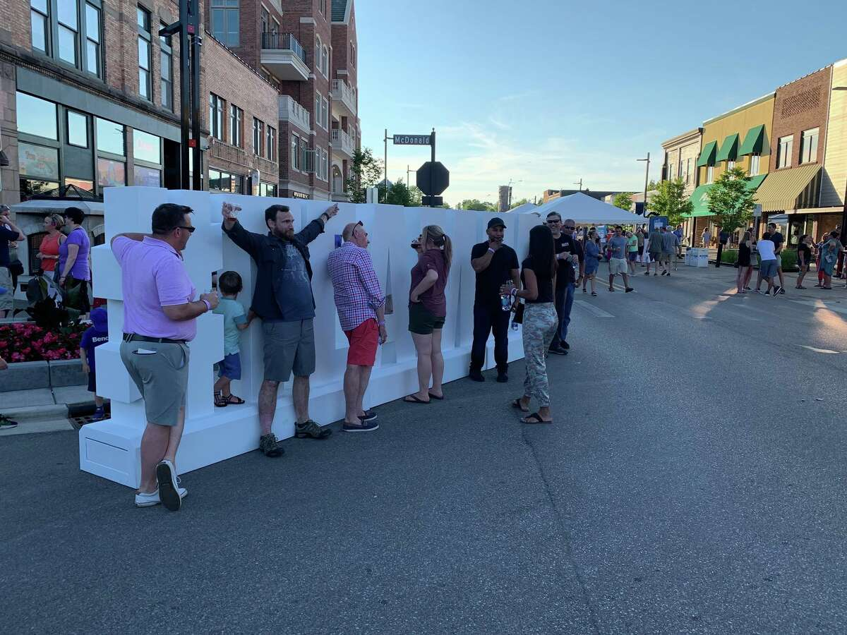 Crowds gather in downtown Midland to sample food and drinks from several establishments from across the city during the Eat Great Food Festival on July 14, 2019. (Mitchell Kukulka/Mitchell.Kukulka@mdn.net)