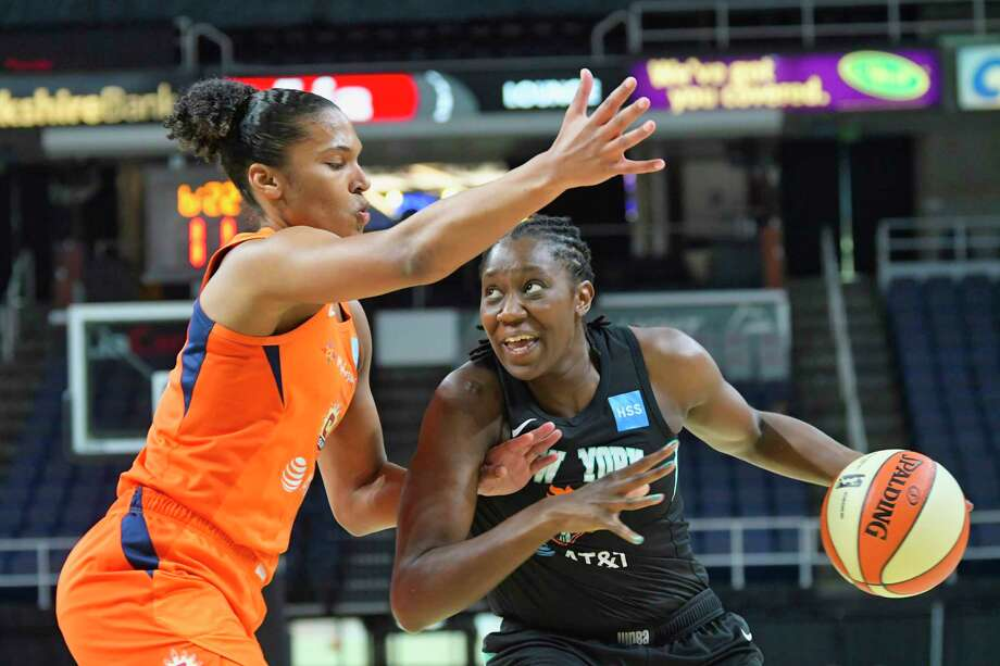 Alyssa Thomas of the Connecticut Sun, left, defends against the Liberty's Tina Charles. Photo: Paul Buckowski / Albany Times Union / (Paul Buckowski/Times Union)