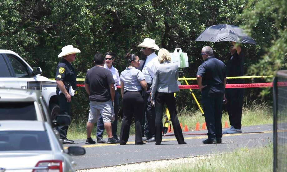 Bexar County Sheriff Department inspects the scene in the 3000 block of Running Springs where the body of a man was found, on Monday, July 15, 2019. Photo: Bob Owen, STAFF-photographer / Staff Photographer / ©2019 San Antonio Express-News
