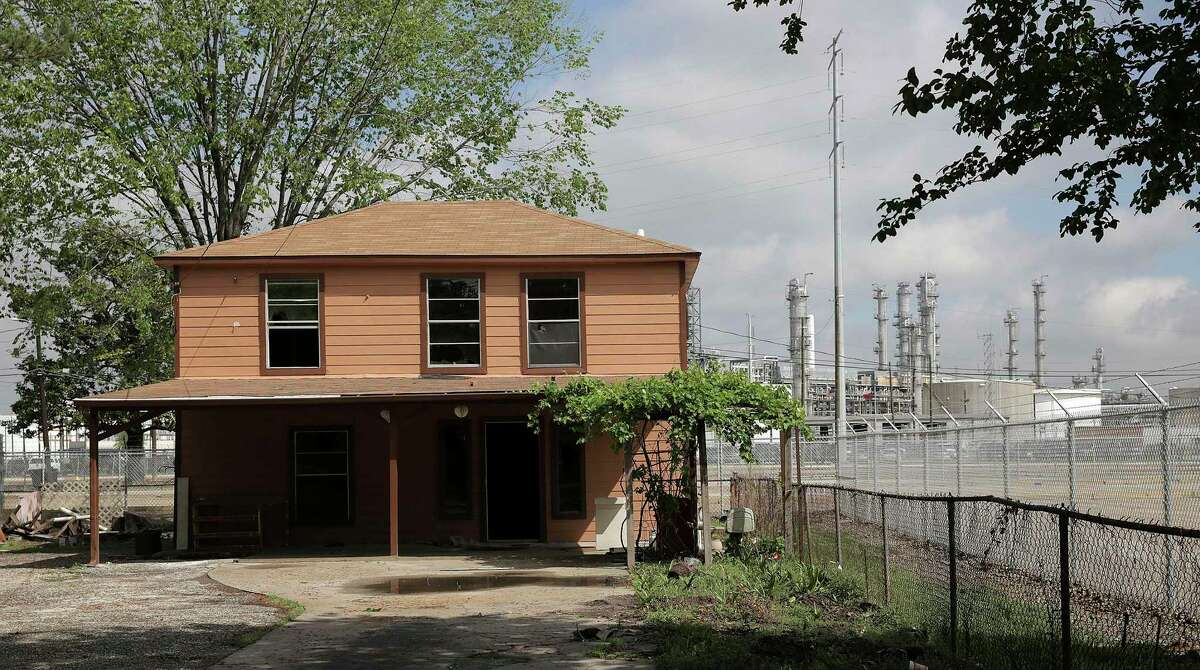 A home near Valero Refinery in Houston's Manchester neighborhood. The plant reported emissions of both benzene and other gases that leaked during Hurricane Harvey. Many people who lived near the plants complained of foul odors during the storm. Photographed on Thursday, March 29, 2018, in Houston. ( Elizabeth Conley / Houston Chronicle )
