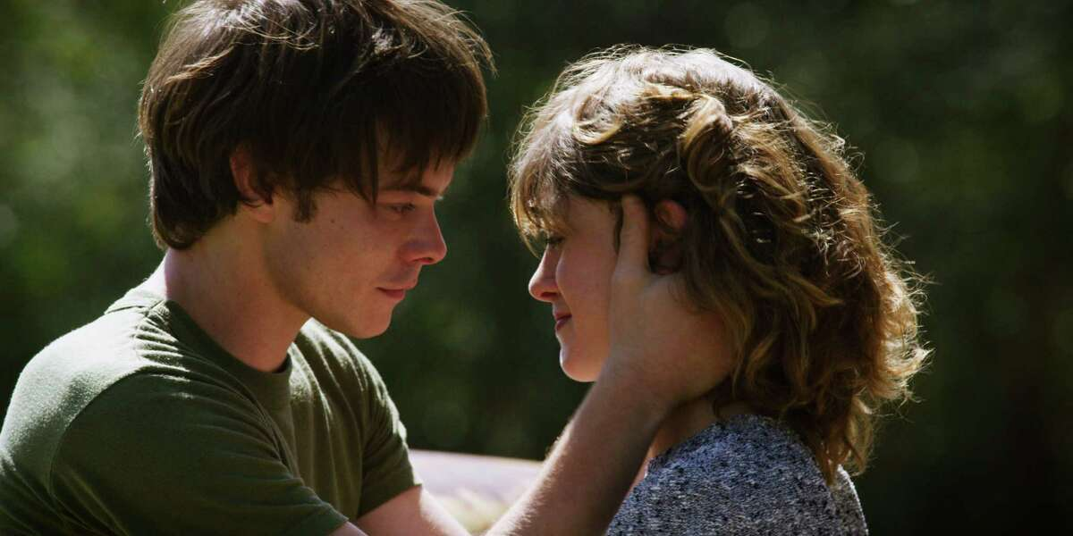 Charlie Heaton and Natalia Dyer in
