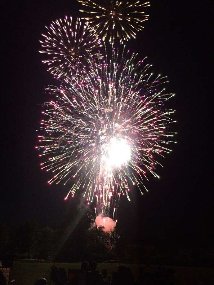 Fireworks at Ridgefield High School on Thursday, July 4, 2019. Photo: Stephen Coulter / Hearst Media Connecticut