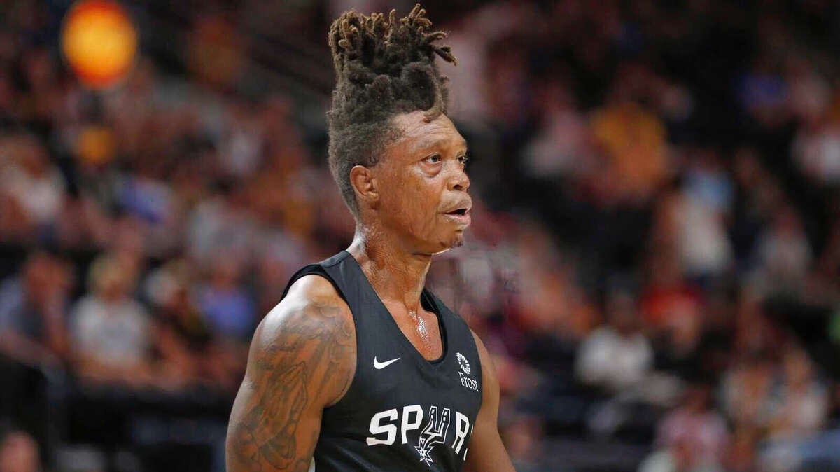Spurs shooting guard Lonnie Walker IV gets the FaceApp