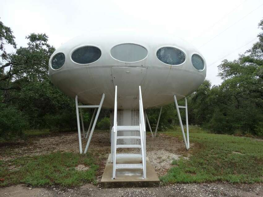 >>>Click through to see the layout and design for the Futuro houses currently located in Austin, Rockwall and Royse City, Texas. The comments and notes listed in the slide below can be read in their entirety onSimon Robson's website thefuturohouse.com.