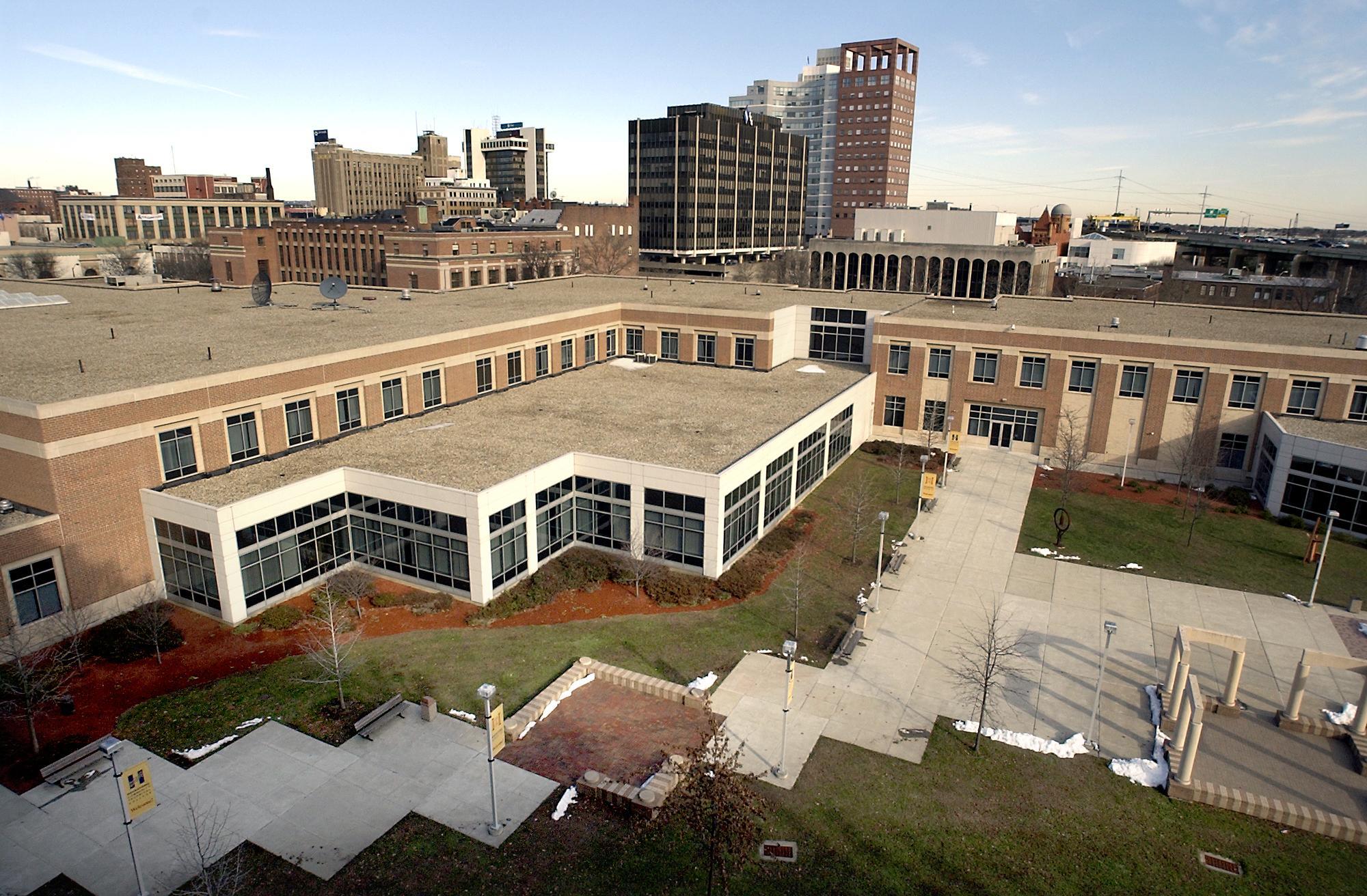 Gateway, Housatonic students could be guaranteed Quinnipiac admission under partnership