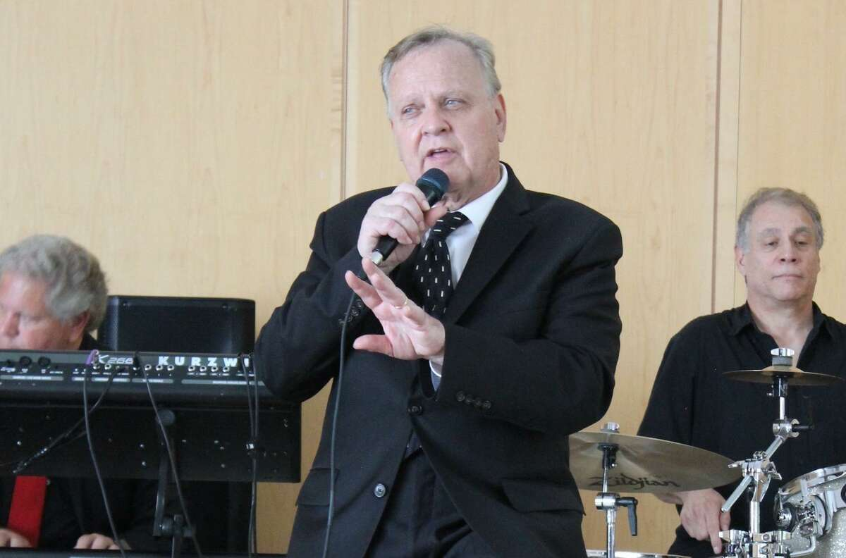 Steve Kazlauskas performs his Echoes of Sinatra on Thursday, July 25, from 5 to 6:30 p.m., at Wilton Library.