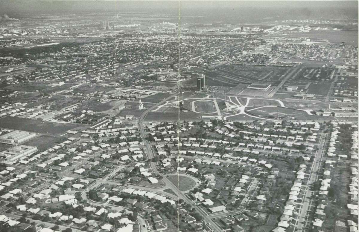 An aerial shot of Pasadena from May 1964: The tall building in the center is First Pasadena State Bank.