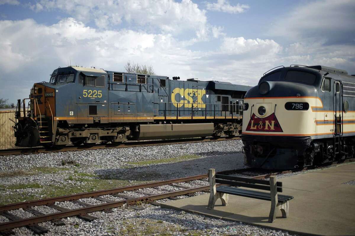 A CSX Transportation Inc. freight locomotive pulls a train through Bowling Green, Kentucky, U.S., on Friday, April 13, 2018. CSX Corp. is scheduled to release earnings figures on April 17. Photographer: Luke Sharrett/Bloomberg