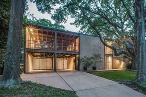 The mid-century modern mansion located at 5306 Institute Lane in the Museum District was designed by famed architectHerb Paseur for his personal residence. The architectural gem boasts a unique, open layout that includes a multi-level screened in porch, interior courtyard and separate outdoor dining area that can be accessed through thekitchen, living and dining areas.