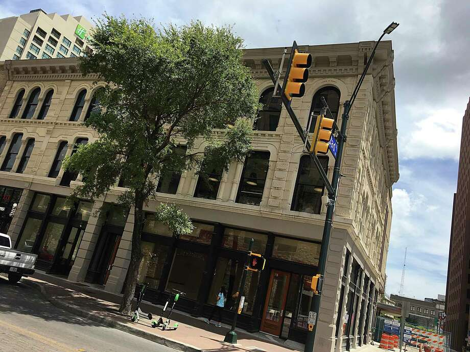 The Savoy Building at East Houston and Soledad streets in downtown San Antonio is listed in a state filing as the home of a new project called Bunz at the Savoy. Photo: Mike Sutter /Staff