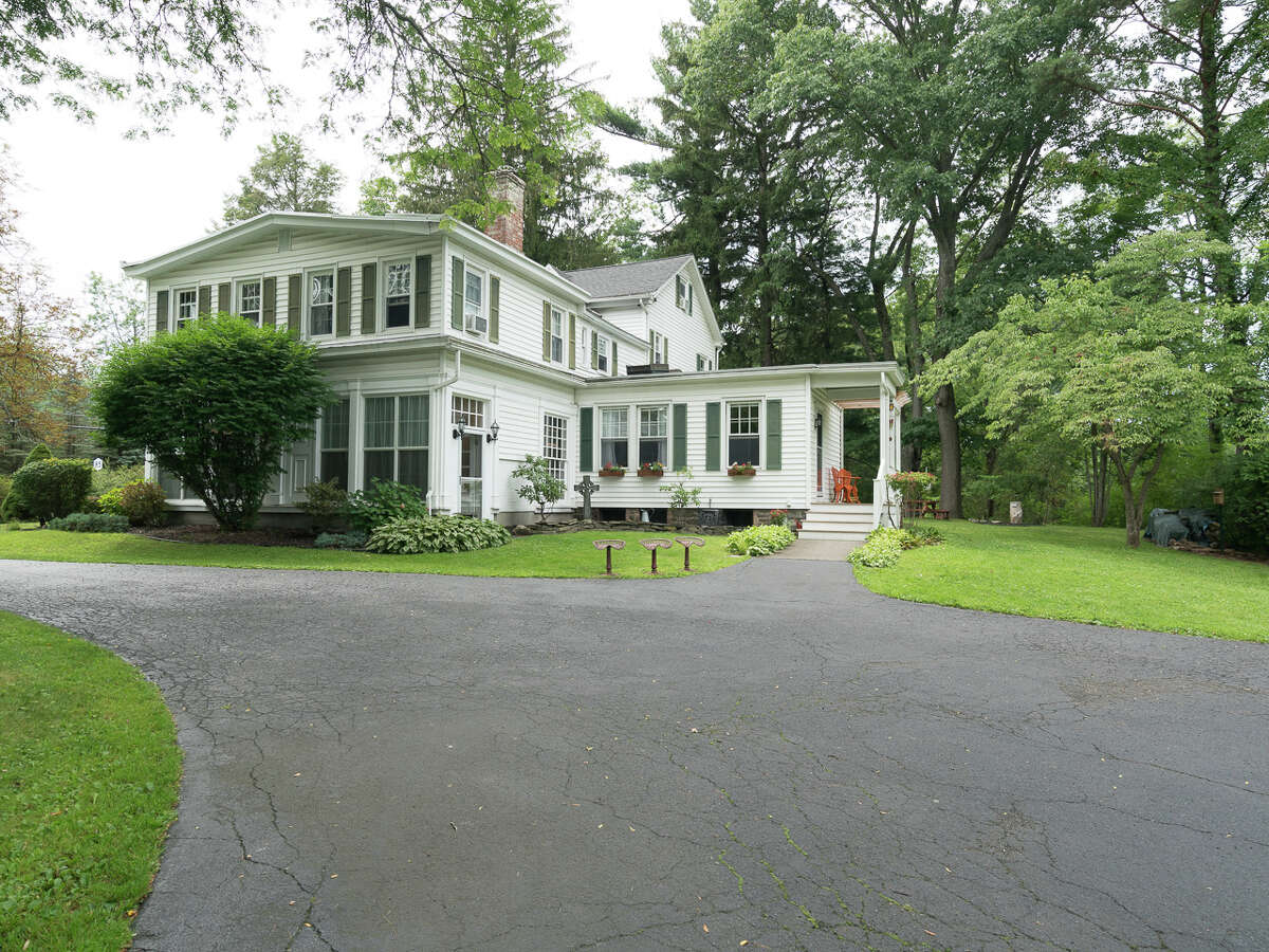 House of the Week: 1749 New Scotland Rd., Slingerlands   Realtor: Patrick McSharry of McSharry and Associates   Discuss: Talk about this house