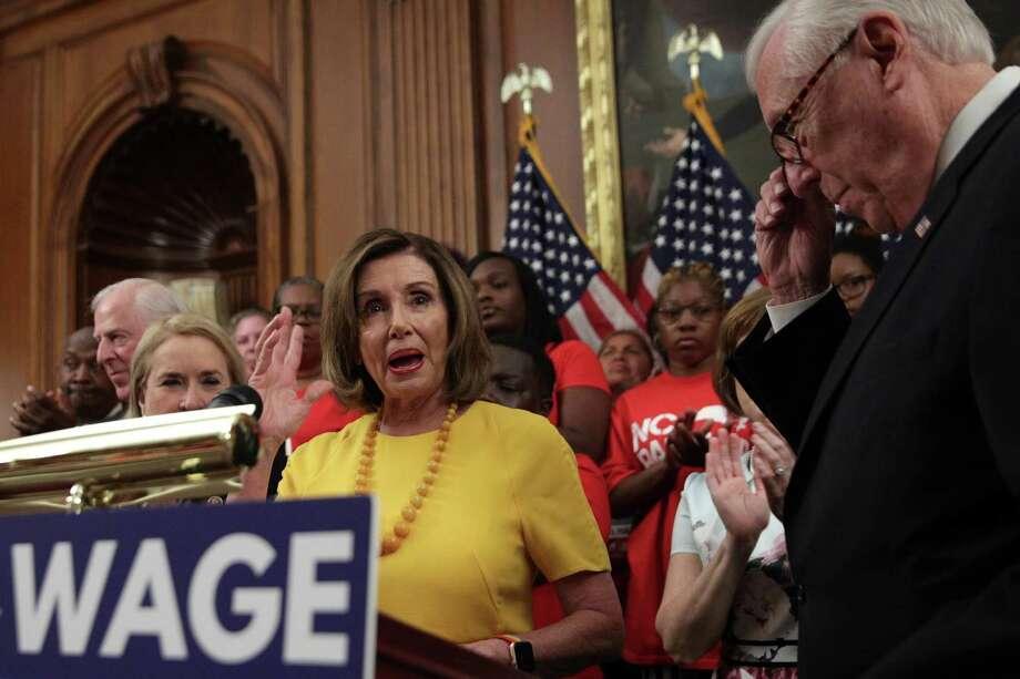 Los demócratas en la Cámara de Representantes aprobaron el jueves una propuesta para incrementar el salario mínimo federal por primera vez en una década, a 15 dólares la hora. Photo: Alex Wong /Getty Images / 2019 Getty Images