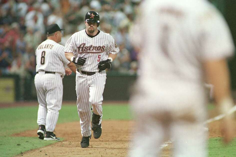The Houston Astros' Jeff Bagwell trots towards home after hitting a home run batting for the second time in the 5th inning against the St. Louis Cardinals at Enron Field in Houston, Texas Wednesday evening, July 18, 2001. Jeff ended up hitting for the cycle. David Fahleson / Houston Chronicle. HOUCHRON CAPTION (07/19/2001): Jeff Bagwell was three-fourths of his way around the bases and three-fourths of his way to the cycle after hitting a fifth homer. Bagwell completed the cycle with a triple in the seventh.