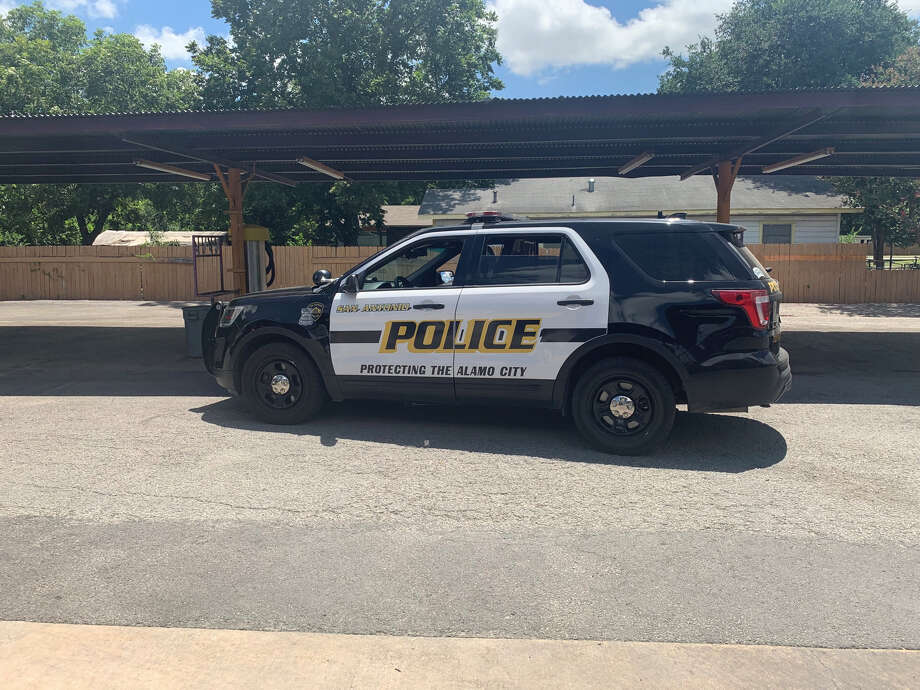 A San Antonio police officer was suspended last month for violating department rules while investigating a domestic assault incident involving anSAPD detective earlier this year, according to disciplinary records obtained through public information requests. Photo: Priscilla Aguirre