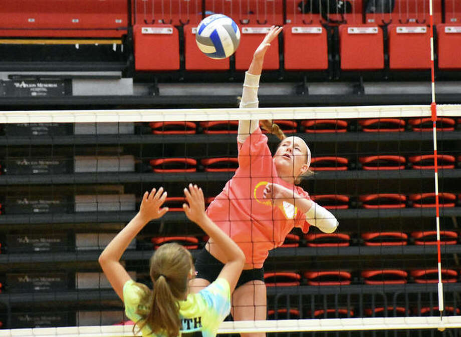 The Edwardsville Tigers and Father McGivney Griffins participated in a team camp at SIUE on Friday inside the Vadalabene Center. Teams played in two separate two-match round robins before bracket play concluded the day in the afternoon. The Tigers will be at Lafayette High School on Saturday. Photo: Matt Kamp|The Intelligencer