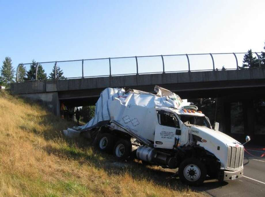 A Saturday morning crash between a semi-trailer tractor and a box truck on Interstate 405 in Renton caused the closure of two southbound lanes because there was a risk that the vehicles could roll back onto the freeway. Photo: Courtesy WSP