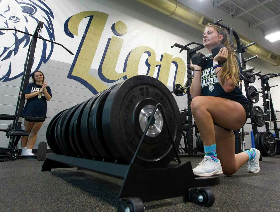 Cameryn Roberts works out during a summer session at Lake Creek High School, Monday, July 15, 2019, in Montgomery. Photo: Jason Fochtman, Houston Chronicle / Staff Photographer / Houston Chronicle