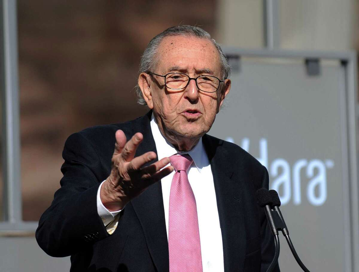 (FILES) In this file photo taken on December 16, 2009 Argentinian architect Cesar Pelli delivers a speech during the Grand Opening of the CityCenter, a mixed-use urban development center on the Las Vegas Strip. - Pelli passed away on July 19, 2019 at the age of 92. (Photo by Gabriel BOUYS / AFP)GABRIEL BOUYS/AFP/Getty Images