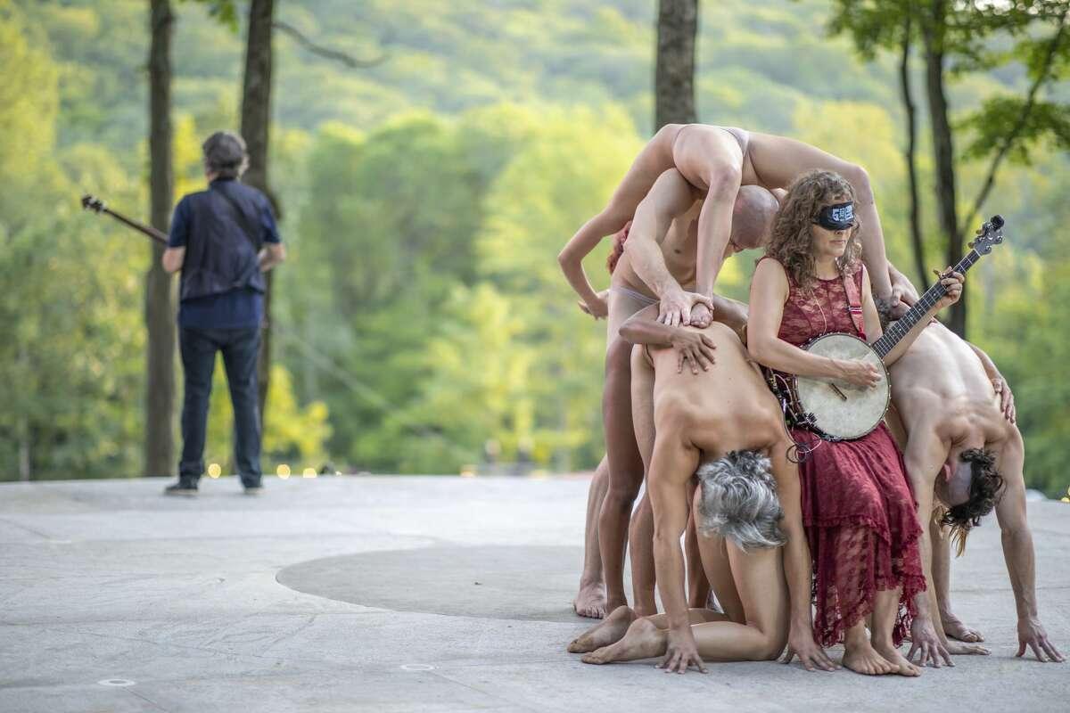 Béla Fleck, Abigail Washburn, and Pilobolus at the 2019 Pilobolus Five Senses Ball in Washington, CT.