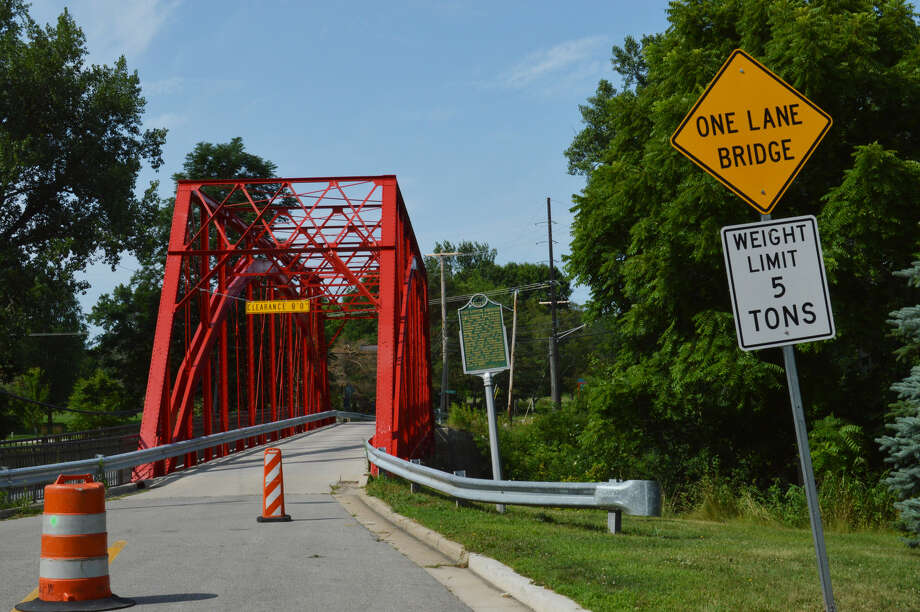 The historic Currie Parkway Bridge, which crosses the Tittabawassee River in Midland, has been repaired and is open again to one-way traffic as of July 23, 2019. (Ashley Schafer/ashley.schafer@hearstnp.com) Photo: Ashley Schafer