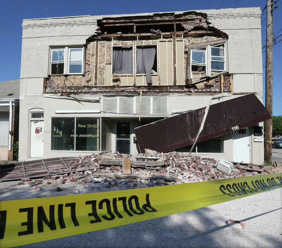 The front wall of an older Wood River building in the 100 block of Whitelaw Avenue collapsed Monday for reasons as yet unknown. Whitelaw Avenue is closed to traffic in that block while officials look for a cause. Photo: John Badman | The Telegraph