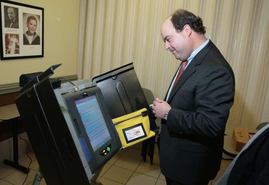 Laredo no ha actualizado su sistema desde que compró las máquinas para votar en 2006. Photo: Victor Strife / LAREDO MORNING TIMES