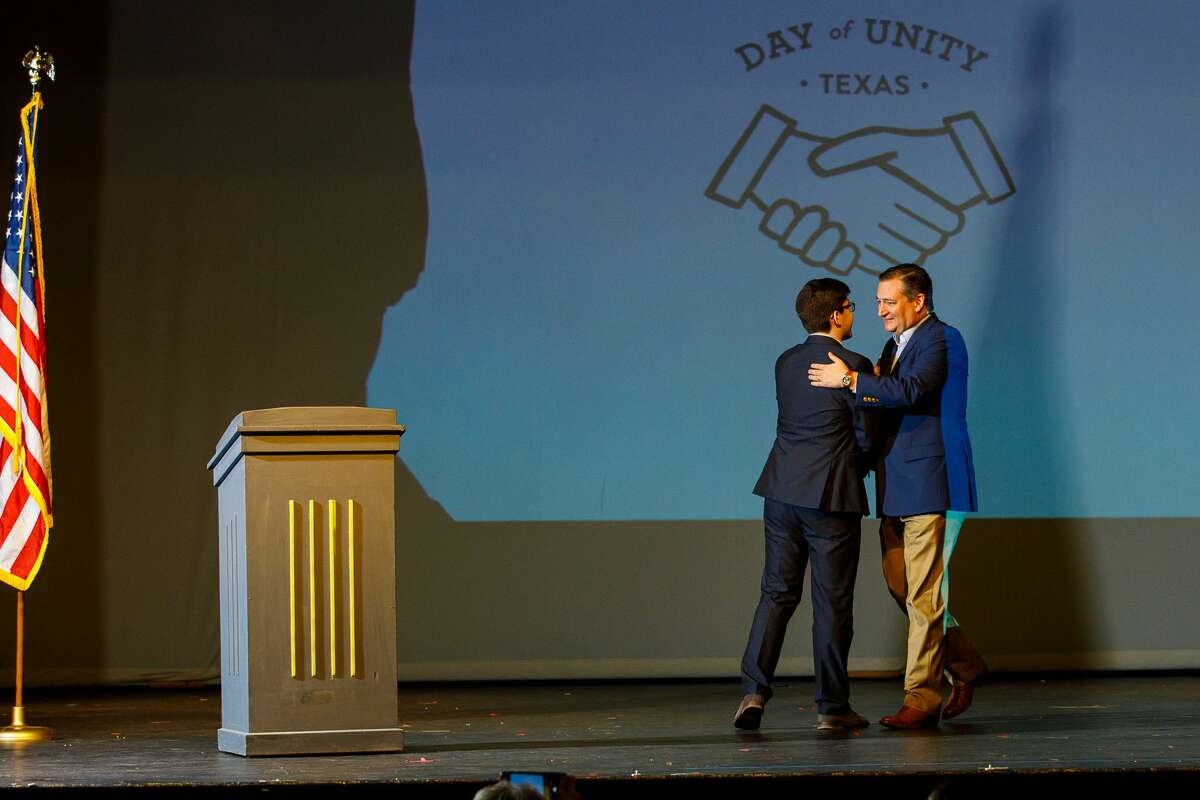 U.S. Senator Ted Cruz greets Adam Hoffman at Day of Unity in March 2018. The conference centered around building bridges across current American political divides. Hoffman has been selected to receive a Diller Teen Tikkun Olam Award.