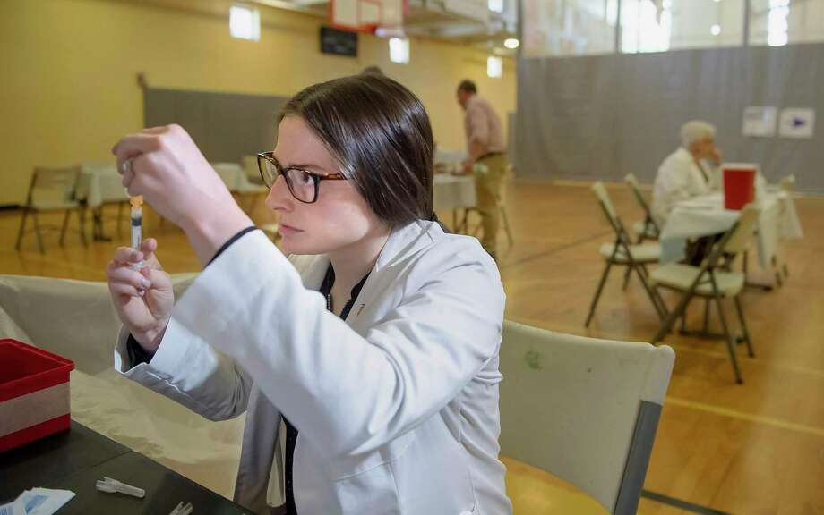 University of Pittsburgh pharmacy student Alexandria Taylor prepares syringes during a free measles vaccination clinic by the Allegheny County Health Department at the Homewood-Brushton YMCA in Pittsburgh on May 8. Photo: Steph Chambers / Associated Press / Pittsburgh Post-Gazette