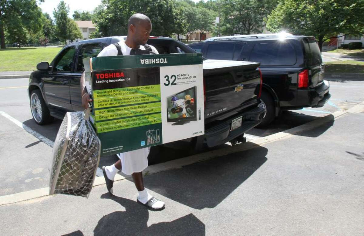 DJ Johnson, a cornerback for the Giants, carries a few personal items to his dorm at UAlbany. (Noah K. Murray/Newark Star-Ledger)
