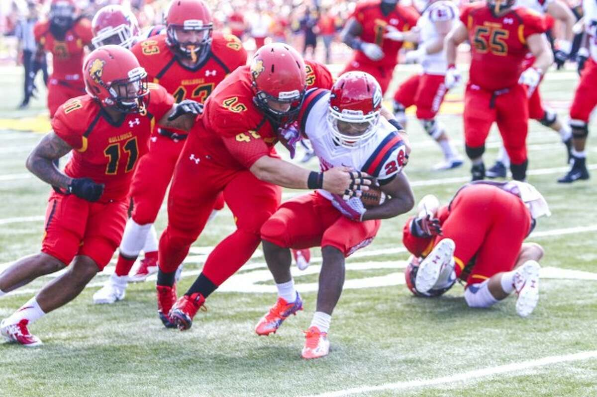 TACKLE: Ferris State University defensive tackle Justin Zimmer (48) makes a tackle during the 2015 season. Zimmer has been named to the Atlanta Falcons' active roster. (Pioneer file photo)