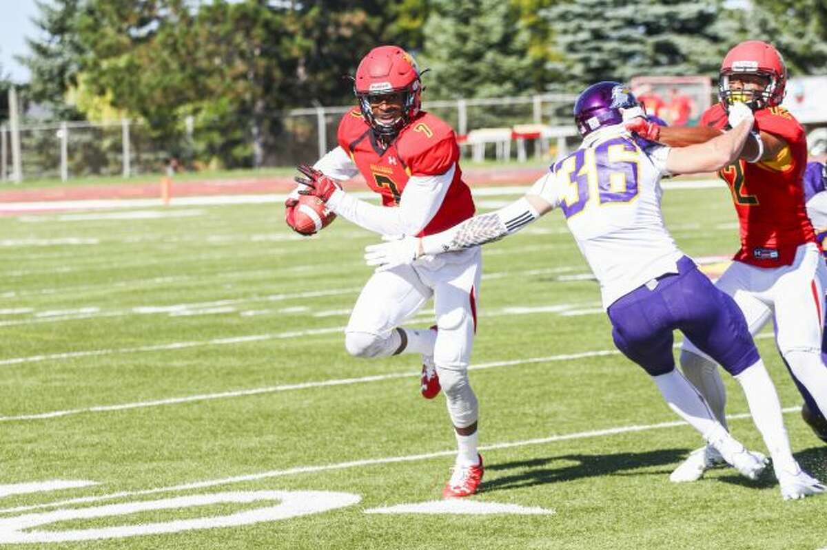 Ferris State University quarterback Reggie Bell (7) is set to play against Grand Valley this afternoon. (Pioneer file photo)